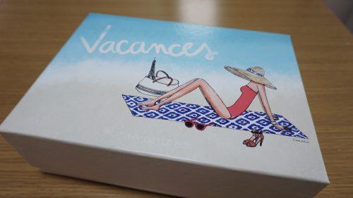 ビーチが描かれたデザインの箱