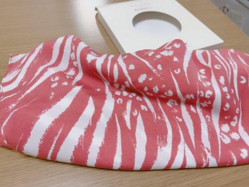 ザクロ色のスカーフ