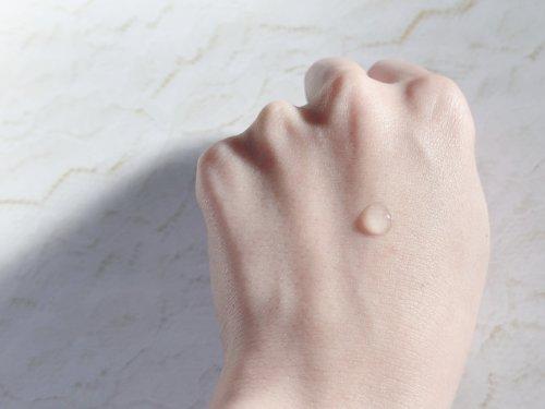 アールイープラセンタ美容液のテクスチャ