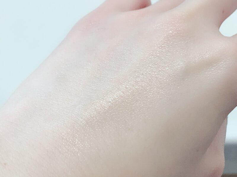 メラノCC 薬用しみ集中対策 プレミアム美容液のなじませた肌